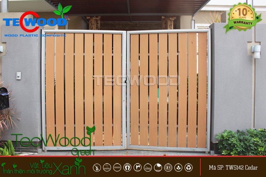 cổng gỗ nhựa thông gió