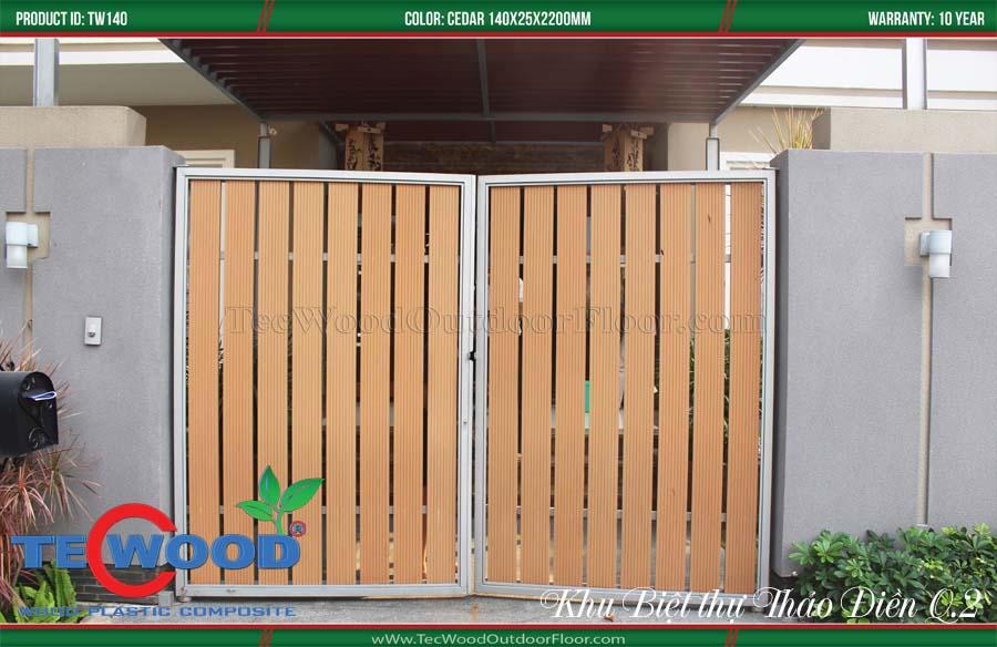 làm cổng nhà từ sàn nhựa giả gỗ