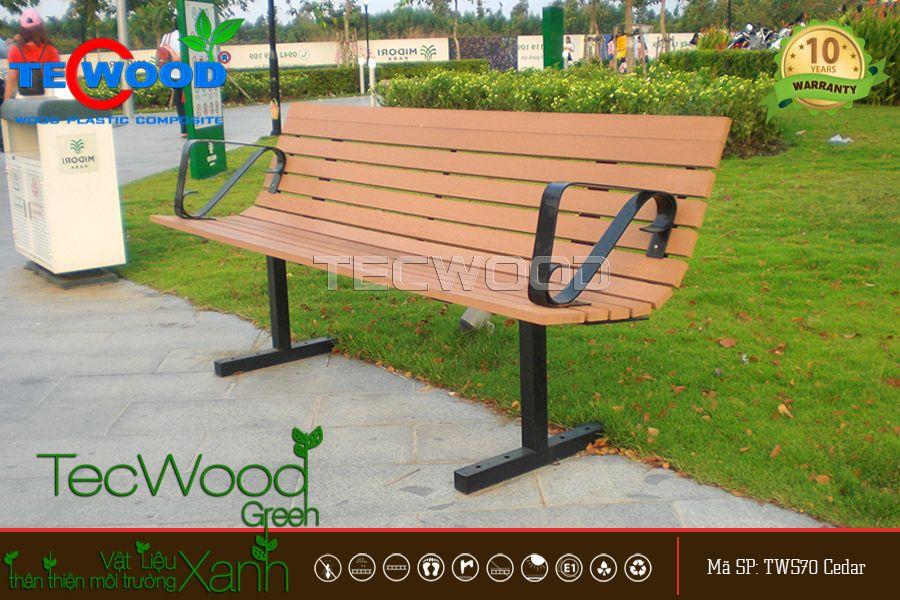 ghế trang trí được làm từ gỗ nhựa