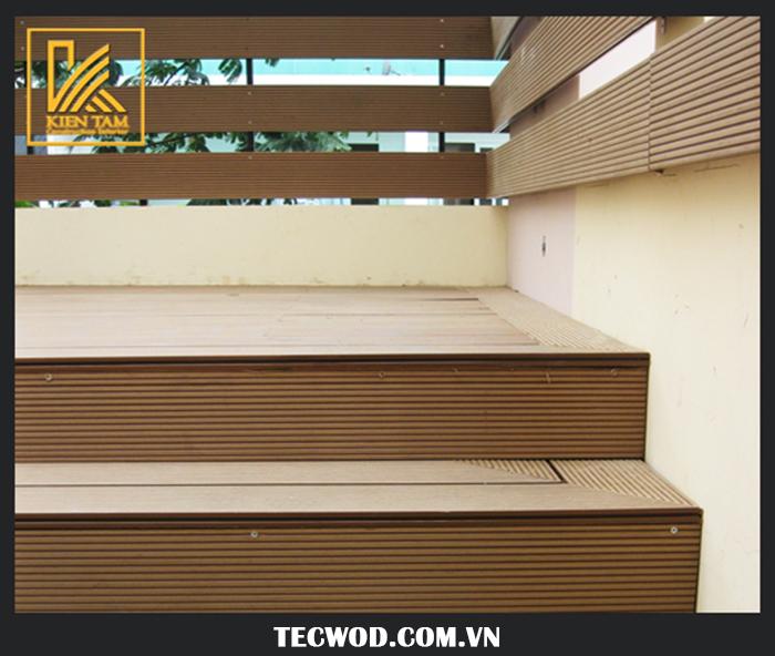 Kiểu sàn gỗ ngoài trời sang trọng lót cầu thang