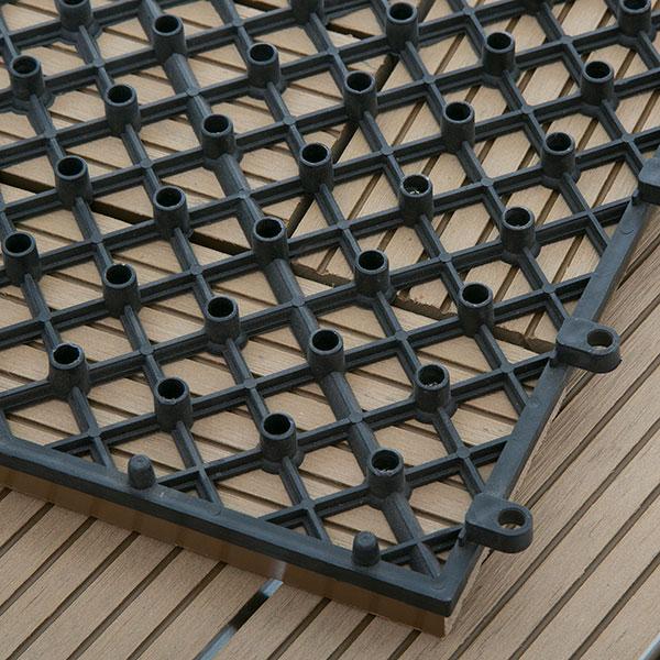 mặt dưới sàn gỗ vỉ nhựa